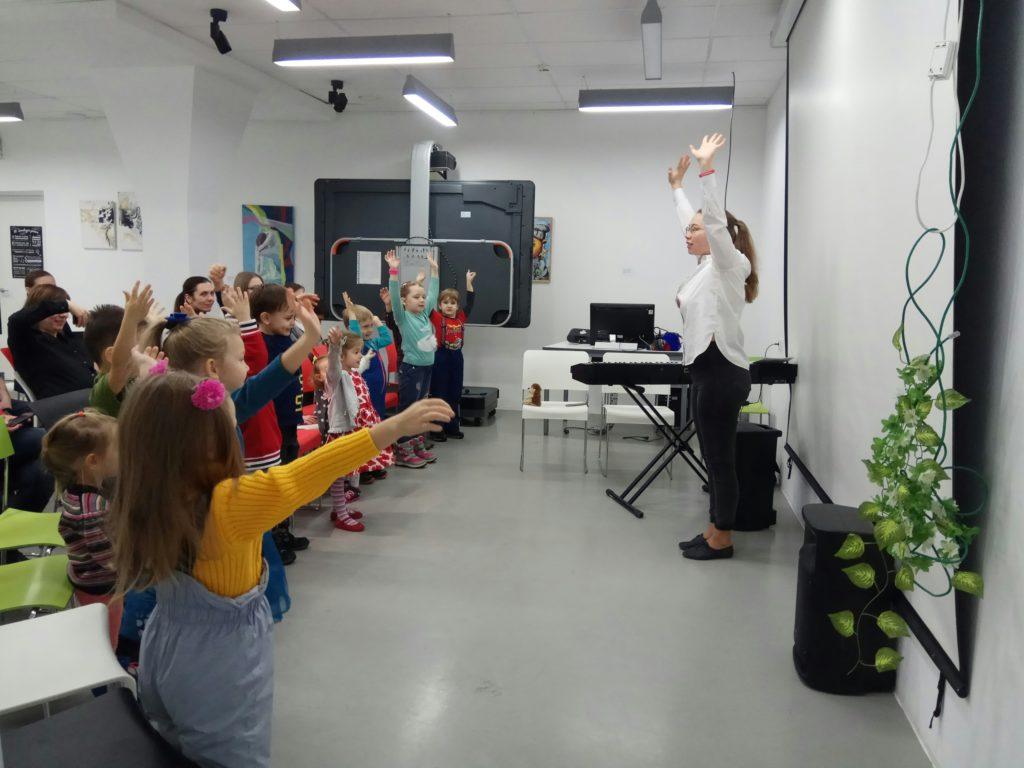 Занятие по развитию художественного вкуса, ритма, движения под музыку в центре «Пеппи» в Москве.